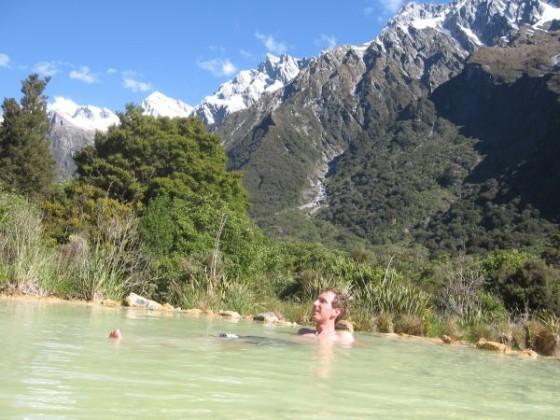Ich liege im warmen Wasser der Heißen Quellen