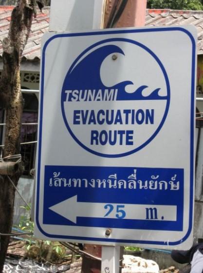 Schild: Tsunami Evacuation Route