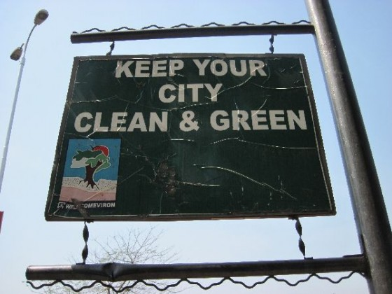 "Schild: ""Keep your city clean & green"""