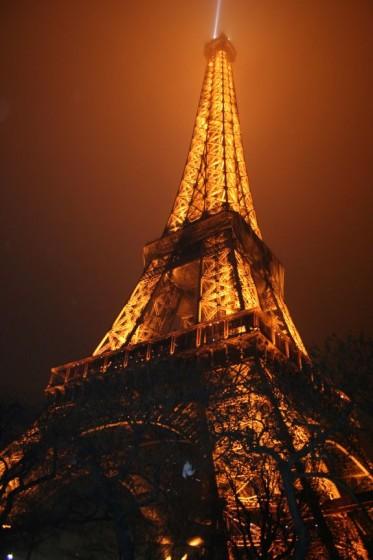 illuminierter Eiffelturm