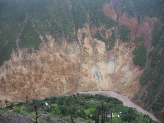 Oase im Colca Canyon am Fluß